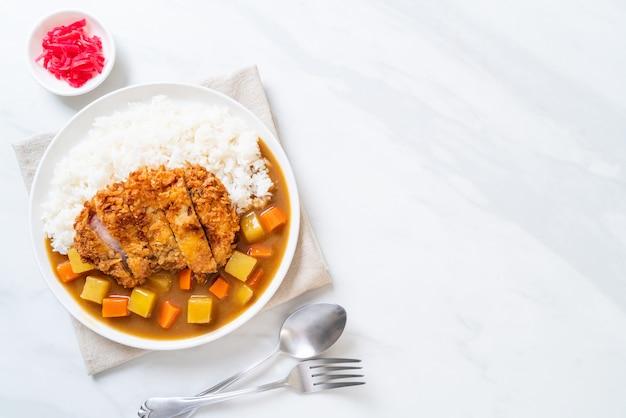 Krokant gebakken varkenskotelet met curry en rijst