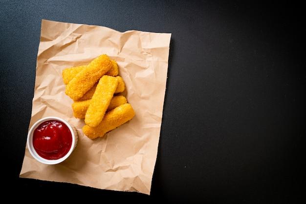 Krokant gebakken vissticks met ketchup
