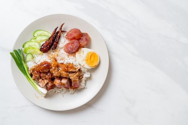 Krokante buikspek op belegde rijst