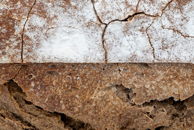 Krokante rustieke zelfgemaakte brood textuur. close-up van hele roggebrood. kopieer ruimte.