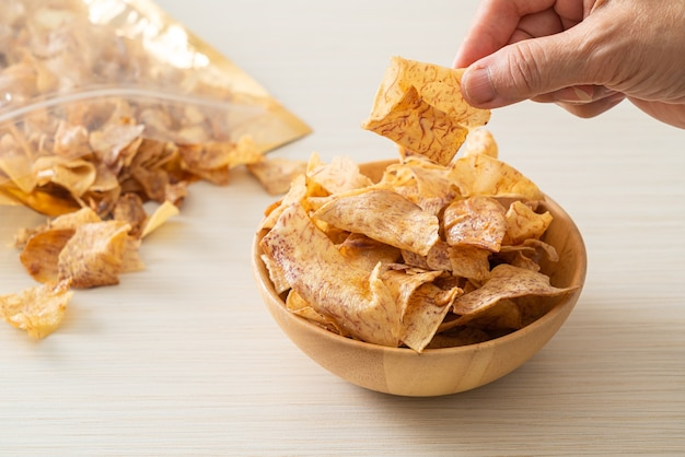 Krokante zoete taro chips - gezonde snack