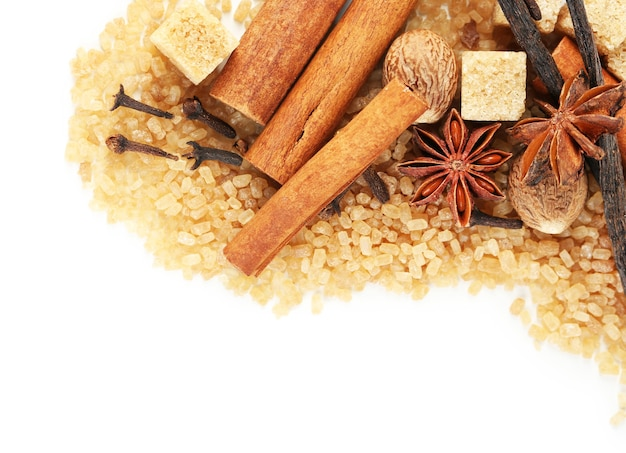 Kruiden en bakken ingrediënten geïsoleerd op wit