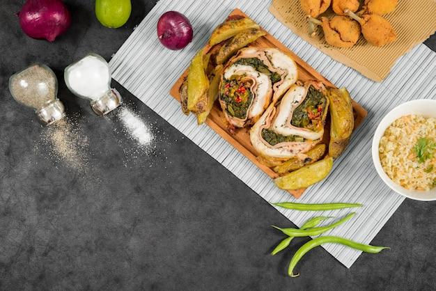 Kruiden en groenten rond vleesbroodjes
