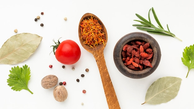 Kruiden en ingrediënten op tafel
