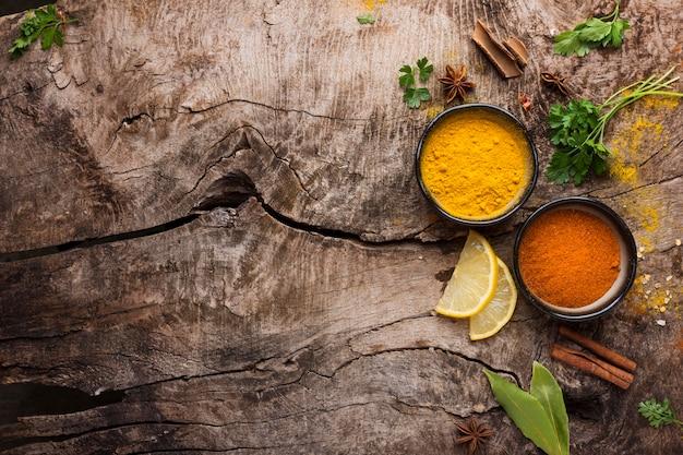 Kruiden en plakjes citroen plat leggen