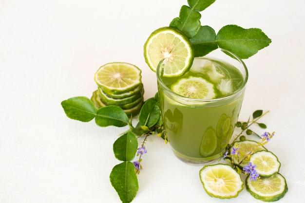 Kruiden gezonde dranken iced kaffir limoen