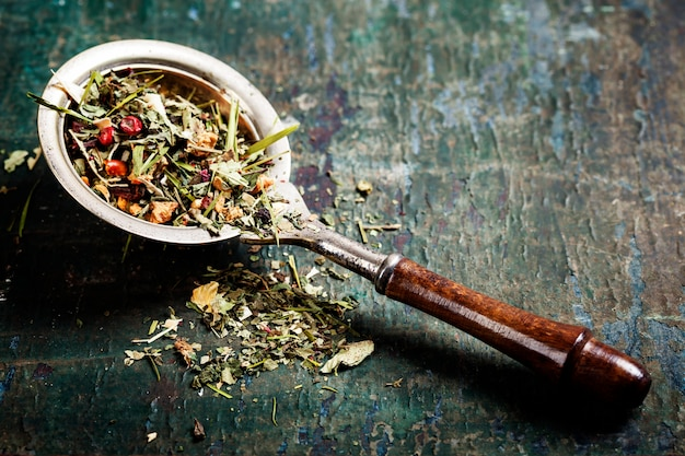 Kruiden thee op lepel