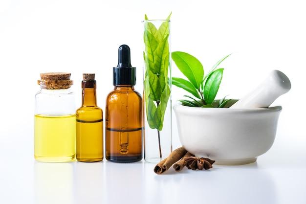 Kruidenolie van natuurlijk voor aromatherapie, alternatieve geneeskunde voor gezondheid en welzijn