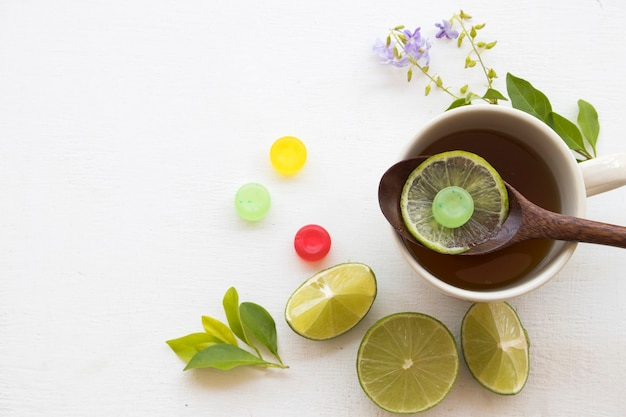 Kruidenthee, citroenthee en zuigtablet