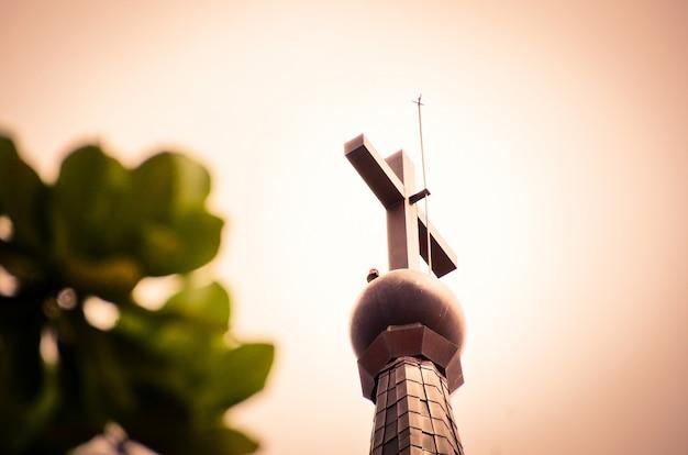 Kruis bij christelijke kerk