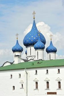 Kruis en koepel in de kathedraal