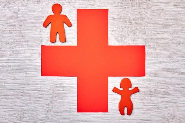 Kruis en stickmen op lichte achtergrond. advertentie van een nieuwe kliniek.