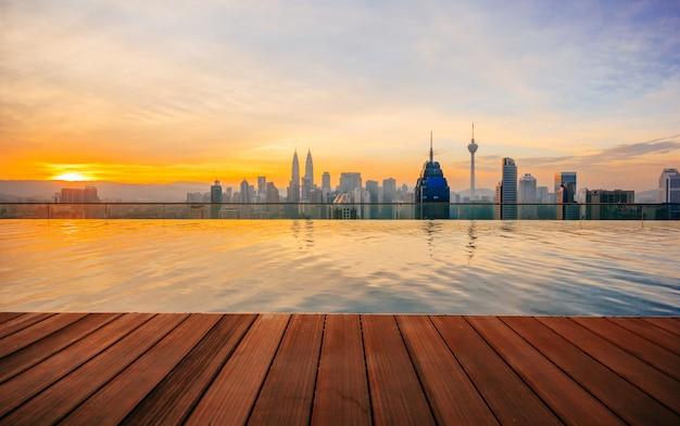 Kuala lumpur-cityscape die petronas-tweelingtoren tonen, die ook als klcc-gebouw wordt bekend