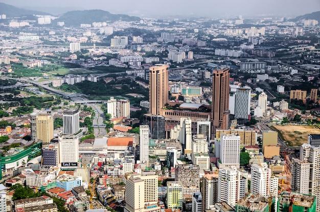 Kuala lumpur en de omliggende stedelijke gebieden vormen de economisch meest groeiende regio in maleisië