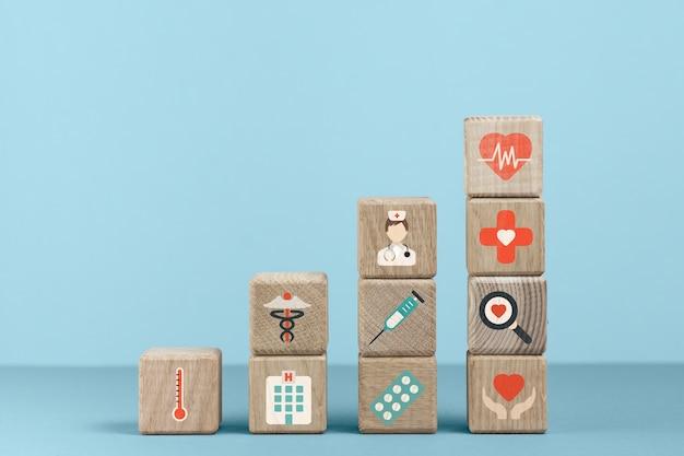 Kubussen met medische pictogrammen en blauwe achtergrond