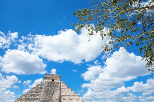 Kukulkan piramide in chichen itza site, mexico