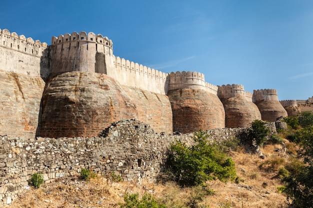 Kumbhalgarh fortmuur, rajasthan, india