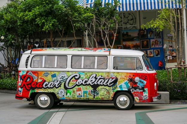Kunst van verf op cocktailbestelwagengebruik aan cocktailwinkel
