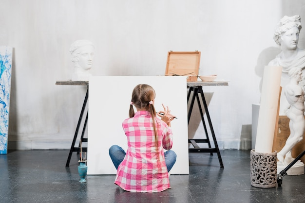Kunstenaar concept met meisje