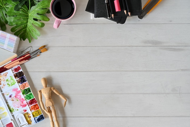 Kunstenaar tafelblad bureau werkruimte en kopie ruimte.