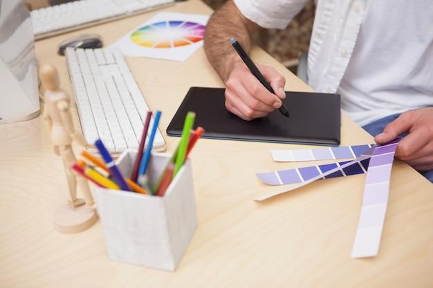 Kunstenaarstekening iets op grafische tablet