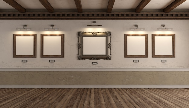 Kunstgalerie met oude fotolijst op oude muur