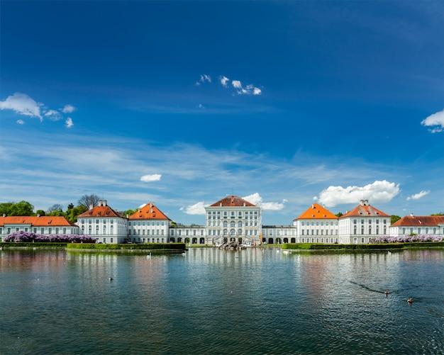 Kunstmatig zwembad voor het nymphenburg palace