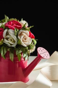 Kunstmatige decoratieve bloemen. bruiloft decoraties.