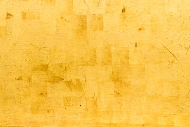 Kunstmatige gouden achtergrond en textuur op cement