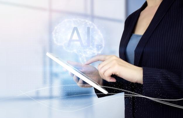 Kunstmatige intelligentie-industrie 4.0. witte tablet van de handaanraking met digitaal hologram hersenenteken op lichte vage achtergrond. digitale hersenen kunstmatige intelligentie
