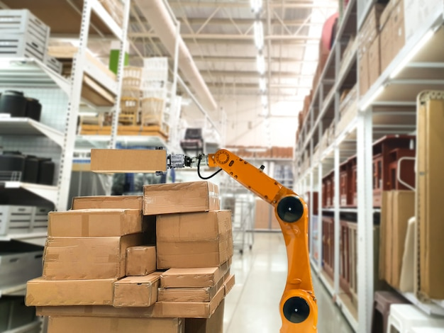 Kunstmatige intelligentie slimme robot met mechanische arm voor gebruik van verhuisdoos in winkels die goederen in de schappen opslaan
