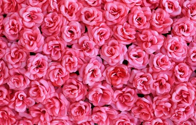 Kunstmatige roze rozen bloemenachtergrond.