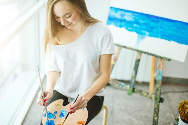 Kunsttherapie lessen in workshop.