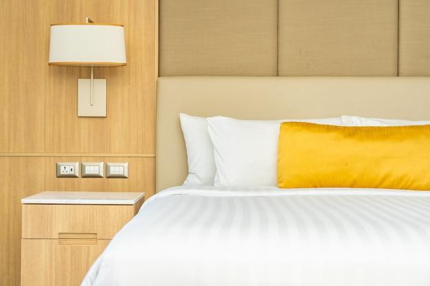 Kussen op bed met deken decoratie interieur