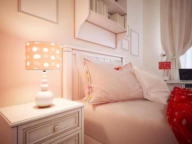 Kussens op een bed van slaapkamer en gestoffeerd bed met kussens en een rode deken.