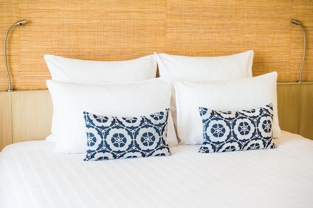 Kussens op een bed