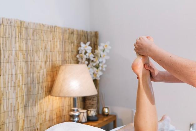 Kuuroord en massageconcept met voeten