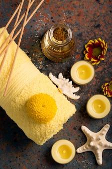 Kuuroordstilleven met handdoek, kaarsen