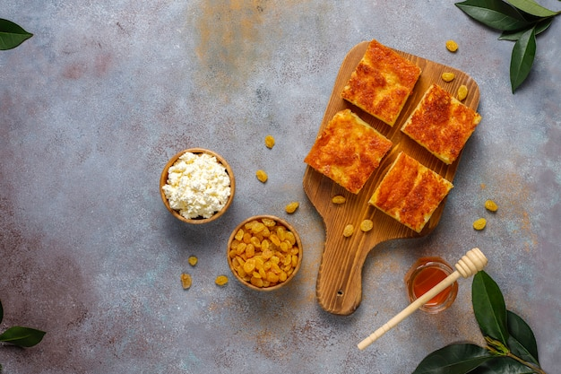 Kwark braadpan met rozijnen en griesmeel