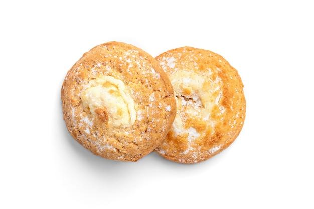 Kwark (cheesecake) koekjes geïsoleerd op wit