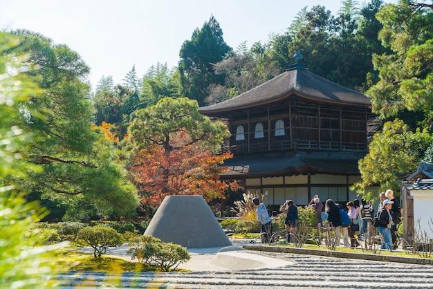 Kyoto, japan - nov 22 2016: mooie architectuur bij de zilveren tempel van pavillion ginkakuji in kyoto.
