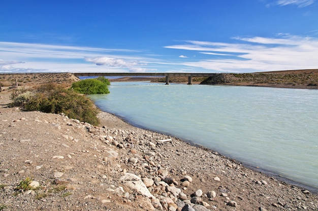 La leona rivier in patagonië, argenina