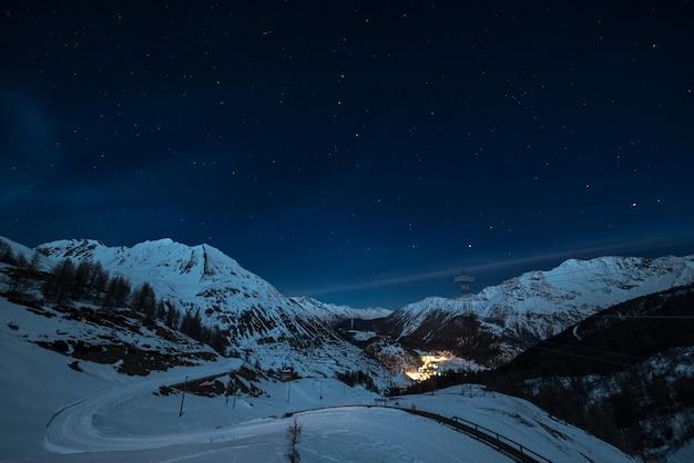 La thuile skigebied in de nacht