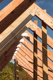 Laag uitzicht constructie van een huis