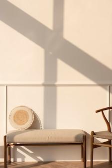 Laat in de middag licht op een beige muur