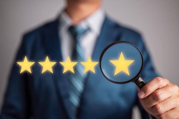 Laatste ster op vergrootglas certificering zijn alle stappen in de auditing