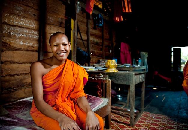 Lachende monnik in cambodja