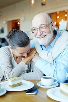 Lachende senioren