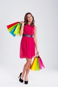Lachende vrouw winkelen