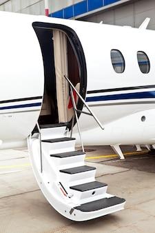 Ladder in een privé zakenvliegtuig